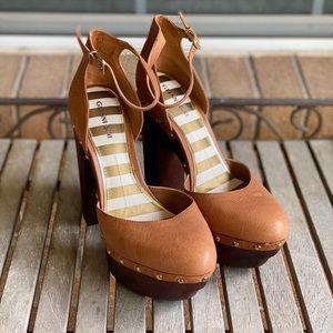 Gianni Bini Tan Chunky Wood Platform Heels